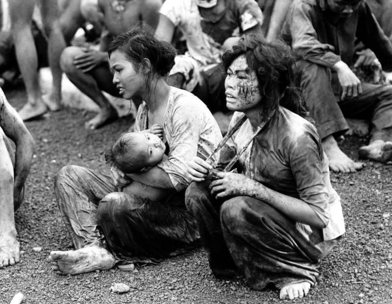 После бомбёжки. Вьетнам, 1965