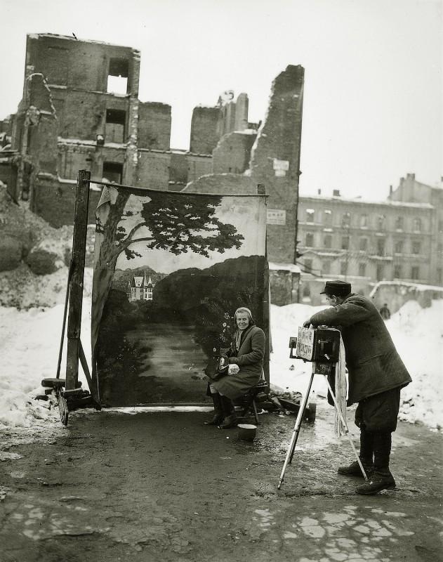 Уличный фотограф, Варшава, 1946